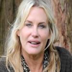Daryl Hannah Denies Plastic Surgery Rumor